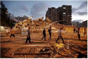 פלסטינים בהריסות