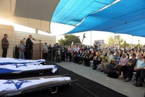 ראש הממשלה בנימנין נתניהו מדבר בהלוויתם של שלושת הנערים.