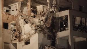 בניין בראשון לציון לאחר פגיעה ישירה של טיל מעזה 20/11/2012