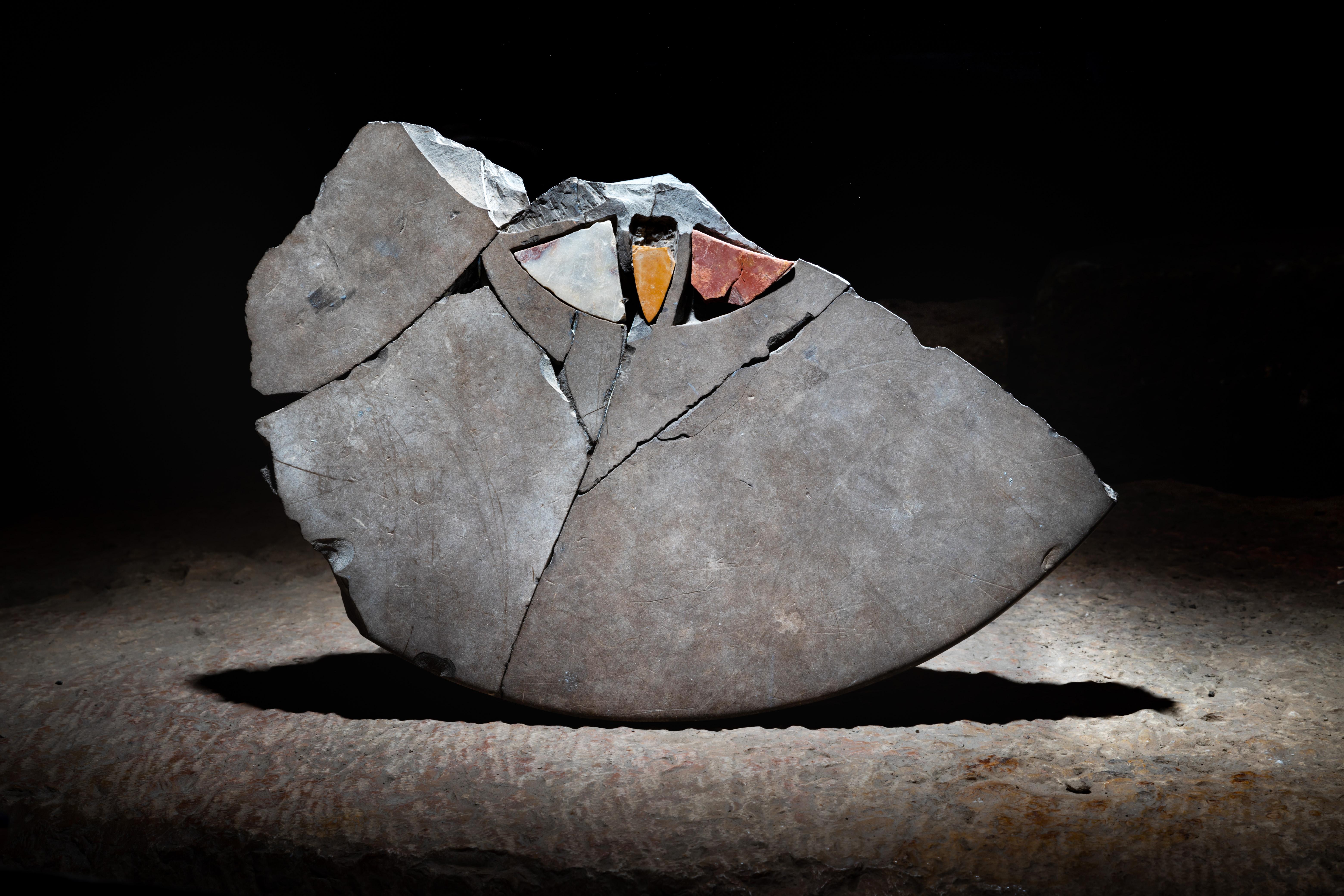 11.שבר שולחן משובץ אבנים צבעוניות. צילום קובי הראתי עיר דוד
