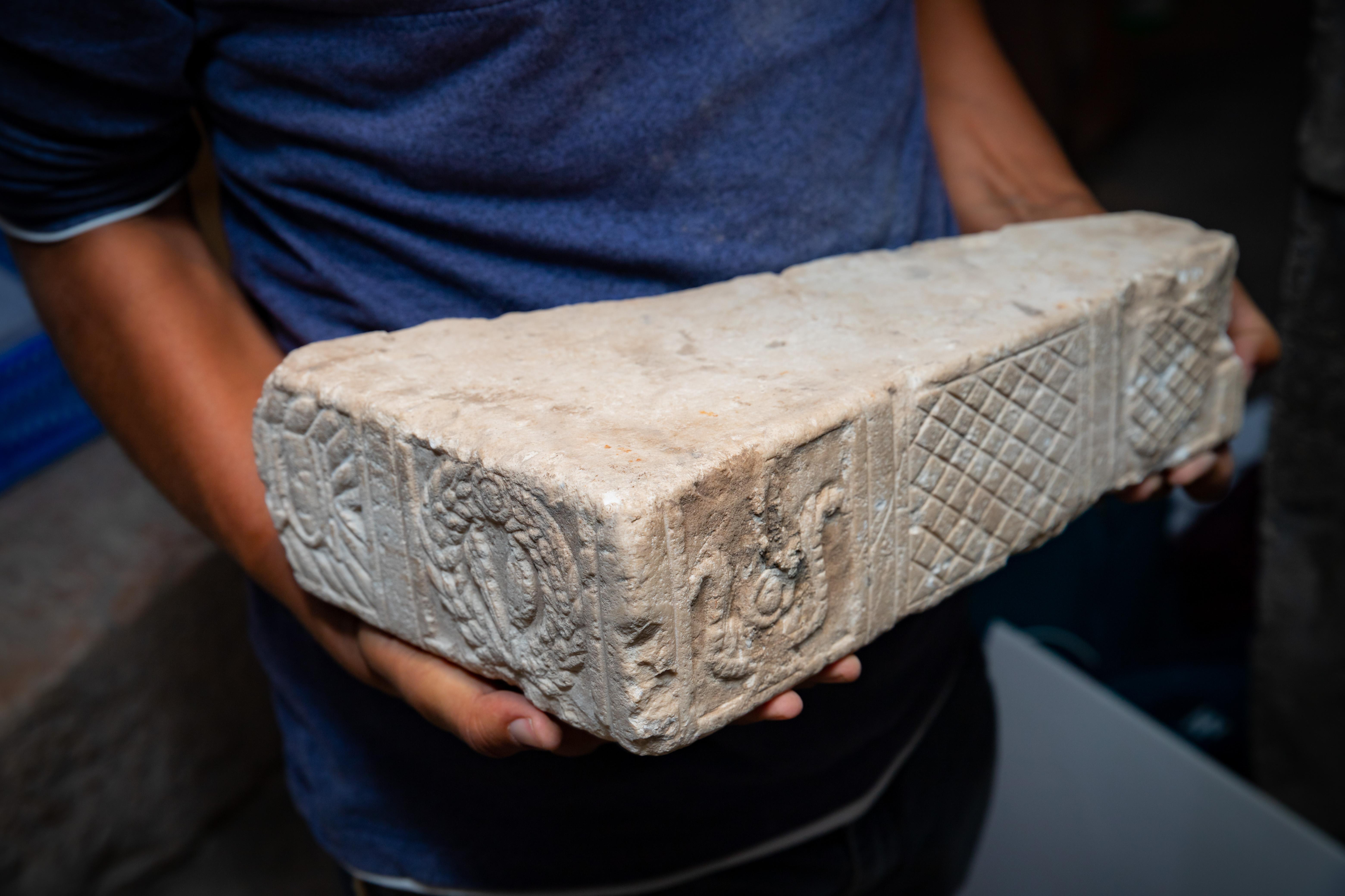 12.שבר שולחן מעוטר. צילום קובי הראתי עיר דוד