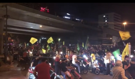 Motorcyclists from Hizbullah and Amal prepare to confront protesters. (Arab press)