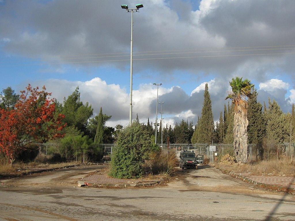 הכניסה לשדה התעופה (דצמבר 2010) ORI ויקפדיה