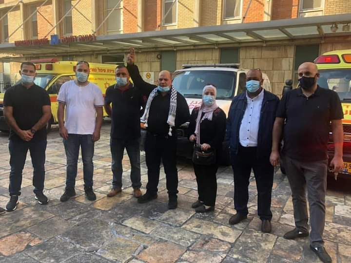 """משלחת חברי פת""""ח שהגיעה לבקר אמש את עריקאת בבית החולים הדסה בירושלים"""