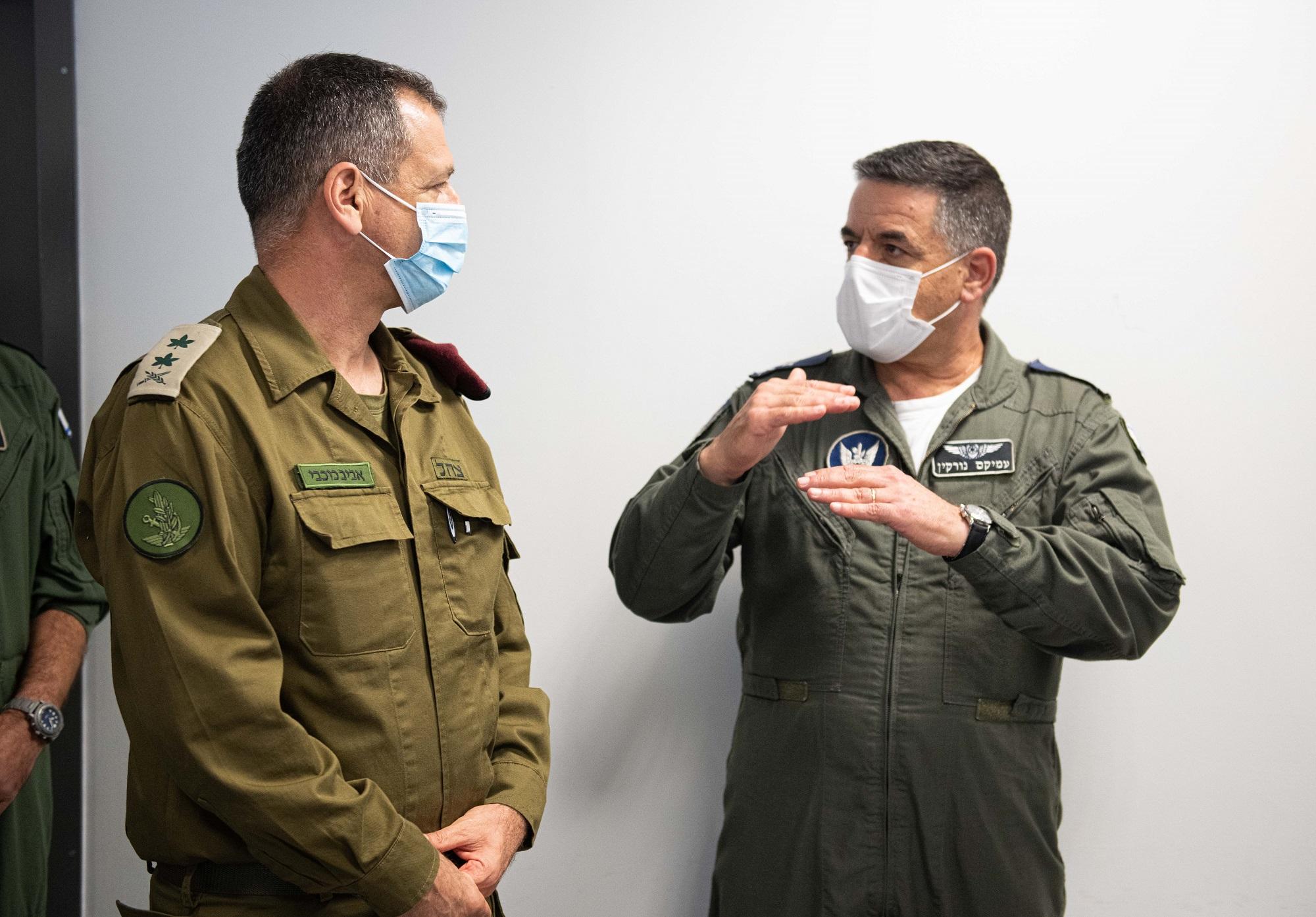 """הרמטכ""""ל כוכבי ומפקד חיל האוויר // צילום עמית אגרונוב, אתר חיל האוויר"""