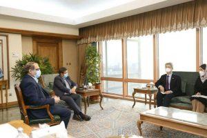 שרי החוץ של איראן וד. בקוריאה בפגישה אהרון