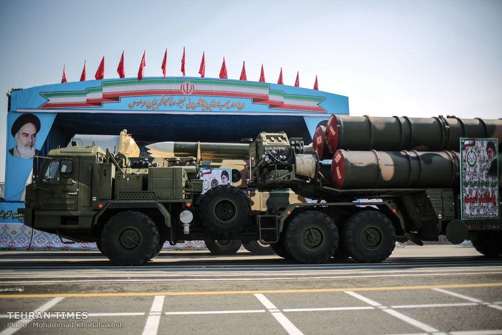 איראן: ציוד צבאי שהוצג במצעד - המצעד נערך ללא חיילים