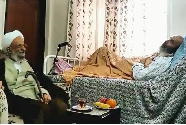 (בתמונה: האיתאאללה מחמד תקי מצבאח-יזדי מבקר בבית חולים את פלאח זאדה, גם האיתאללה מדרסי בקר אותו[14].)