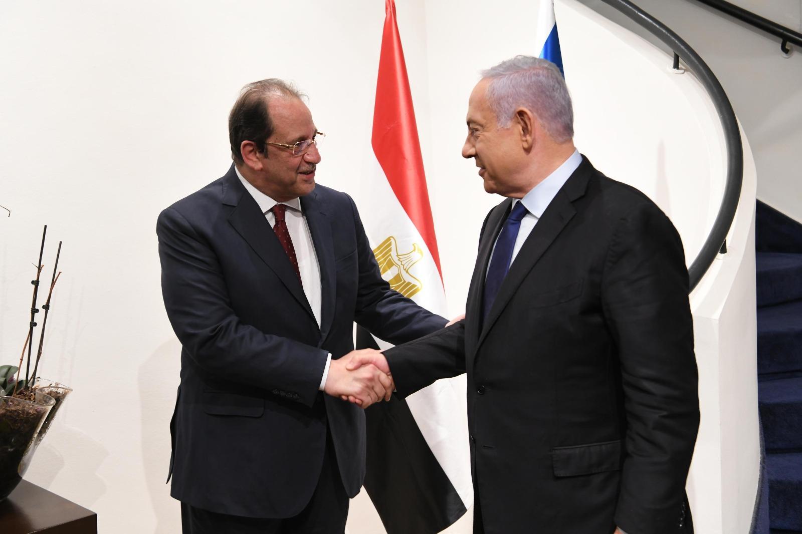 """ראש הממשלה נתניהו עם ראש המודיעין המצרי בפגישה בירושלים // צילום: טוויטר רה""""מ"""
