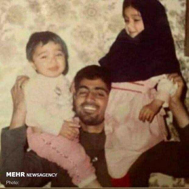 זיינב ונרג'ס בנותיו אחרות של קאסם סולימאני, ק'אסם סולימאני עם שניים מחמש ילדיו עוד כשהיה חייל במלחמה מול עיראק